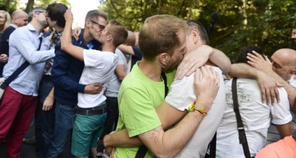 baci-gay-contro-omofobia-1-770x512