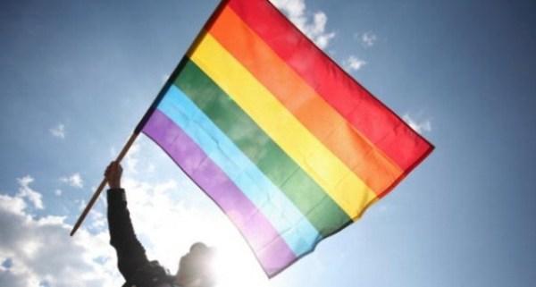 bandiera-rainbow-gay-586x312